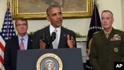 2016年7月6日,美国总统奥巴马在白宫就阿富汗局势发表了讲话。他左边是国防部长卡特,右边是参谋长联席会议主席邓福德。