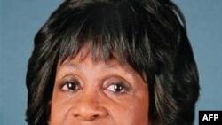 Dân biểu Waters bị cáo buộc đã yêu cầu liên bang giúp đỡ cho một ngân hàng mà phu quân của bà có cổ phiếu