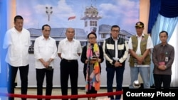 Menlu RI Retno Marsudi bersama jajaran Kementerian terkait memberikan keterangan pers usai rapat di Halim Perdanakusuma (courtesy: Setpres RI)