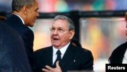 """""""No descartaría una posible visita del presidente Castro"""", dijo Josh Earnest en su sesión diaria con la prensa en la Casa Blanca."""
