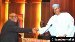 Yayinda shugaban Najeriya yake rantsar da Walter Onnonghen a matsayin mukaddashin alkalin alkalan Najeriya a Abuja