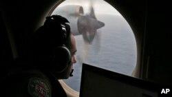 2014年3月22日,澳大利亚皇家空军飞机在南印度洋上空搜寻失踪的马航MH370。