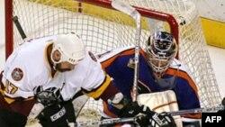 Один из матчей в АХЛ - второй по силе профессиональной хоккейной лиге в Северной Америке (архивное фото)