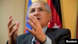 El Alcalde de Caracas defendió en la reunión de la SIP en Barbados la vigencia de una prensa libre en Venezuela.