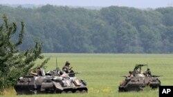 Quân đội Ukraine đang tuần tra tại khu vực gần Slovyansk vào ngày 30/05/2014.