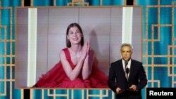 """Rozamund Pajk prima nagradu za najbolju glumicu u komediji ili mjuziklu za ulogu u filmu """"I Care a Lot"""""""