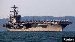 Tàu sân bay Mỹ USS Carl Vinson cập cảng Đà Nẵng hồi tháng Ba