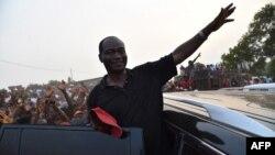 Samura Kamara lors de sa campagne électorale à Freetown, le 24 mars 2018.