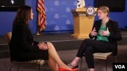 Ambasadorka SAD pri UN Samanta Pauer (desno) u razgovoru sa šeficom ukrajinskog servisa Glasa Amerike Miroslavom Gongadze
