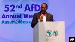 Akinwumi Adesina, presidente del Banco de Desarrollo Africano es el ganador del Premio Mundial de Alimentos 2017. En la foto, Adesina habla en la reunión anual del banco en Gandhinagar, India. Mayo 23, 2017.