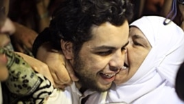 Al-Jazeera Arabic service reporter Abdullah Elshamy is greeted by friends and family after being released from prison, Cairo, June 17, 2014. (VOA / Hamada Elrasam)