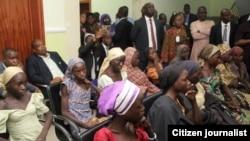 Jami'an gwamnatin Najeriya suna ganawa da 'yan matan Chibok su 21 da aka sako ranar Alhamis 13 ga watan Oktoban 2016 a Abuja
