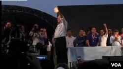 反對派素貼試圖推翻泰國民選總理英拉,星期二晚說將提名新總理人選。