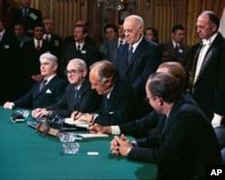 美国国务卿罗杰斯1973年1月签署越战停火协议