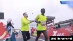 南宁马拉松比赛纷争(推特截屏)