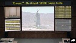 11일 북한이 외신에 공개한 평양 위성관제종합지휘소 내부.