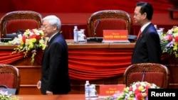 Tổng bí thư Nguyễn Phú Trọng và Thủ tướng Nguyễn Tấn Dũng tại Đại hội đảng 12 hôm 21/1.