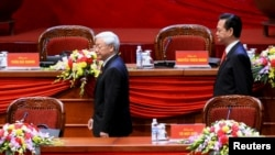 Tổng Bí thư Nguyễn Phú Trọng (trái) và ông Nguyễn Tấn Dũng trong lễ khai mạc Đại hội Đảng Cộng sản Việt Nam XII, 21/1/2016.