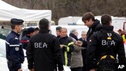 Des members du Bureau enquête accident français (BEA) / Archives