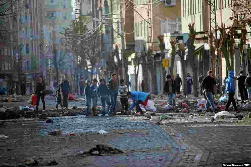 Images from the historic Sur neigborhood of Diyarbakir in southeastern Turkey after clashes between the security forces and members of the pro-Kurdish youth gangs that brought the town's economy to a standstill