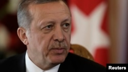 Rəcəb Tayyib Ərdoğanın avtoritar tendensiyaları bir çox türkləri narahat edir.