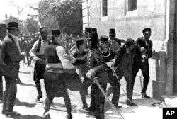 Задержание подозреваемого после покушения на эрцгерцога Австрии Франца-Фердинанда. Сараево, 28 июня 1914 года