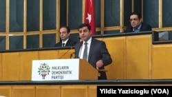 Selahattin Demirtaş, HDP'nin Meclis Grubu'ndaki konuşmasında (arşiv)
