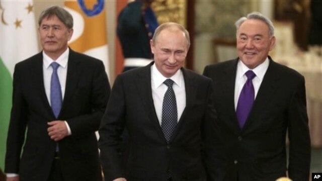 Tổ chức Ân xá Quốc tế nói có tám nhóm đã yêu cầu chính phủ Nga bảo đảm có sự can dự của xã hội dân sự trong các cuộc tranh luận về chính sách. (AP Photo/Mikhail Metzel )