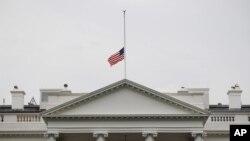 بیست ژوئن، پرچم نیمه افراشتۀ آمریکا برفراز کاخ سفید