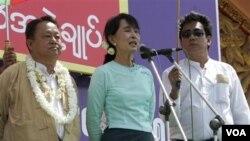 Aung San Suu Kyi menyerukan pendukungnya mewaspadai kemungkinan kecurangan pemilu.
