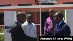 Deputado Sampaio Mucanda (esq) e procurador do Namibe, Pedro Fonseca