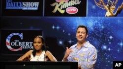 Jimmy Kimmel, quien debió reemplazar al actor Nick Offerman en el anuncio de los nominados, ofició la ceremonia en pijama.
