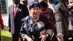 FILE - Sierra Leone President, Ernest Bai Koroma, left, and Liberia President, Ellen Johnson Sirleaf, right, on arrival for talks with President Yahya Jammeh, in Banjul, Gambia.