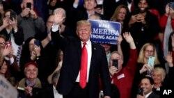 Presiden Amerika Serikat Donald Trump saat berkampanye di Indianapolis, Jumat, 2 Novvember 2018.