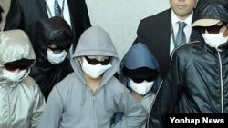 2011년 10월 인천공항을 통해 입국하는 탈북자들. (자료사진)