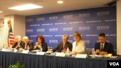 Los panelistas discutieron temas que abarcaron desde las pandillas en Centroamérica, hasta acuerdos petroleros.