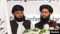Perwakilan Taliban Afghanistan dalam pembukaan kantor di Doha, Qatar (foto: dok). Pejabat Afghanistan melaporkan bahwa Kabul akan melakukan perundingan dengan Taliban.