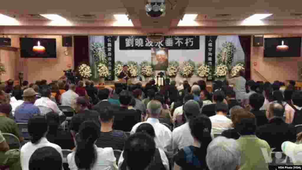 民运人士、藏人和台湾人在纽约举行刘晓波追悼会(2017年7月15日,美国之音方冰拍摄)