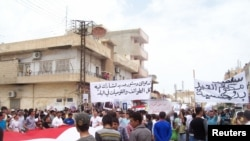 Syrian ethnic Kurds demonstrate after Friday prayers in the Syrian town of Qamishli, May 6, 2011.