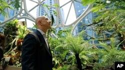 Jeff Bezos, le PDG et fondateur d'Amazon.com visite les nouveaux dômes, nouvelle extension de son entreprise à Seattle le 29 janvier 2018.