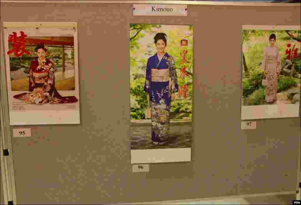 کچھ کیلنڈروں میں جاپانی خواتین کے مخصوص ملبوسات