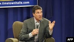 Thống đốc Texas Rick Perry nói chuyện với những người ủng hộ ông tại một cuộc họp ở South Carolina hôm 5/9/11