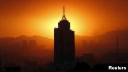 El gobierno mexicano ordenó rrestricciones al tránsito vehicular en la capital debido a altos niveles de ozono.