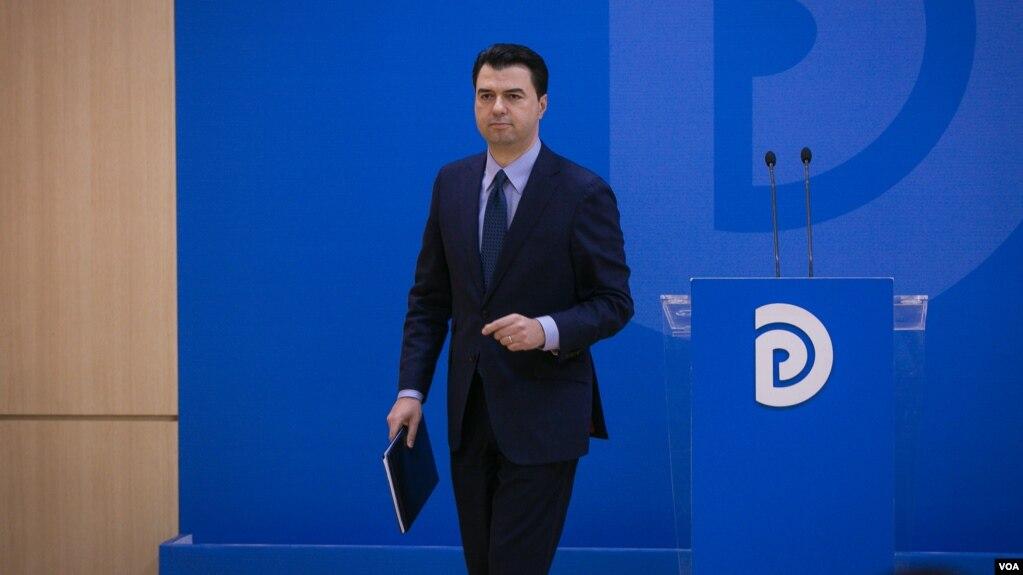 Opozita në bllok heq dorë nga mandatet parlamentare