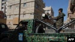 Jemenski vojnici ispred sudnice u Sani (arhivski snimak)