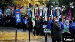 12月1日,日本抗议者在东京集会,要求俄罗斯归还他们所说的日本北方领土,也就是俄罗斯所说的南千岛群岛。