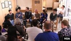 香港文化講座對談藝術與表達自由,回應巴丟草被撤展。(美國之音湯惠芸)