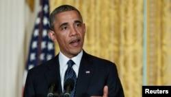 奥巴马总统5月15日在白宫東厅发表谈话,论及国税局代局长辞职问题