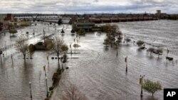 امریکہ کے کچھ علاقوں میں سیلاب اورجنگل کی آگ سے تباہی