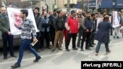 Qonabadi dərvişlər icmanın üzvü, 72 yaşlı Nematullah Riahinin həbsinə etiraz olaraq fevralın 19-da Tehranda polis idarəsinin qarşısında toplaşıb.
